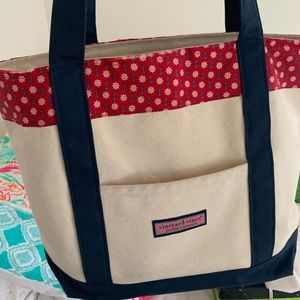 Vineyard vines tote bag with anchors!